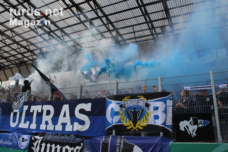foto pyroshow ultras arminia bielefeld in essen 2016 bilder von arminia bielefeld. Black Bedroom Furniture Sets. Home Design Ideas
