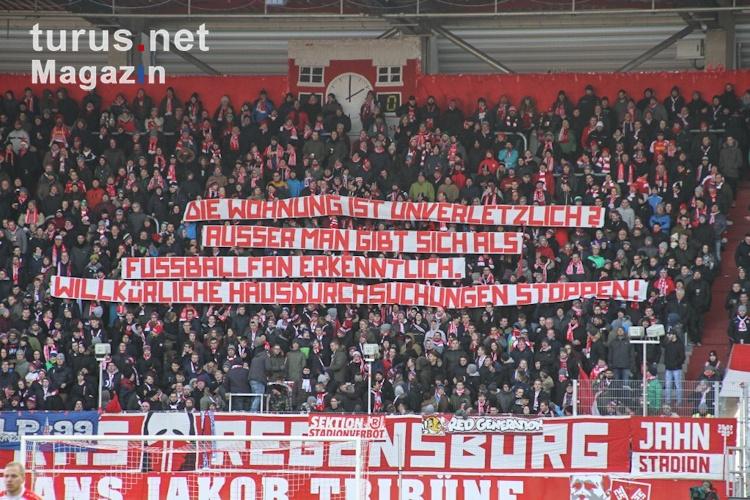 Spruchbänder beim Fußball: Bilder und Infos