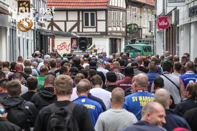 Fanmärsche, Mobs: Bilder, Videos und Infos