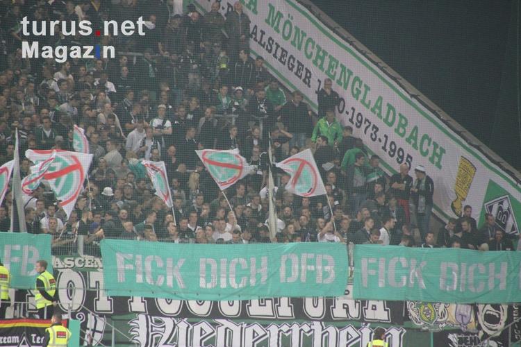 bmg_fans_protest_gegen_den_dfb_f_dich_dfb_20170812_1612636289.jpg