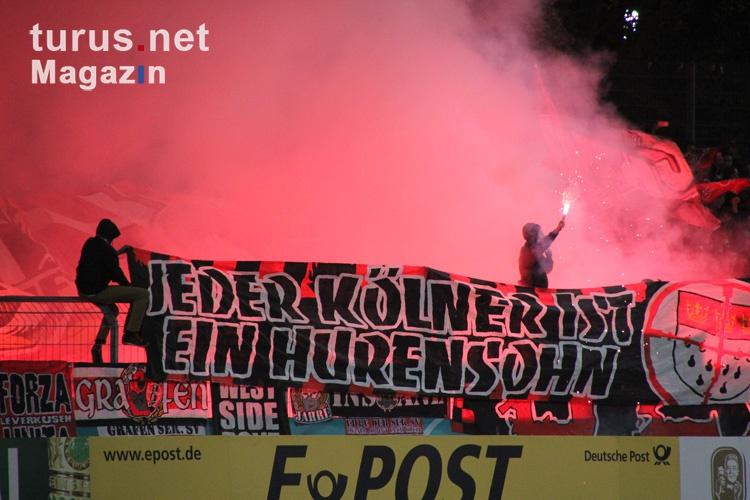 leverkusen_fans_ultras_zuenden_pyro_in_koeln_20151029_1867649180-2.jpg