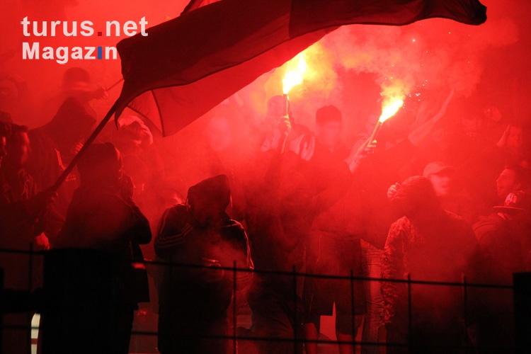 pyro_bengalos_raketen_remscheid_fans_20151104_1116527229.jpg