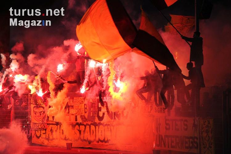 pyro_bvb_ultras_fans_the_unity_20151110_1384014783.jpg