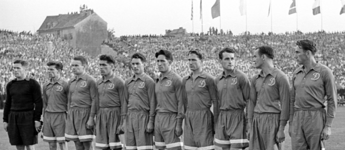 10233-august-1951-ddr-vs-dynamo-moskau-in-ostberlin-heinz-satrapa-mit-ehrentreffer-88-1559634132.jpg