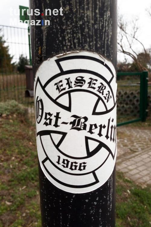 fussballaufkleber_an_laternenmast_20190405_1732996032.jpg