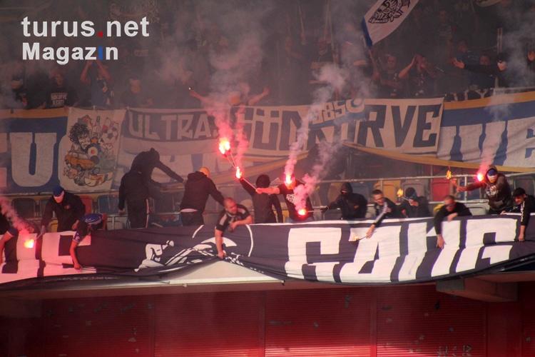 jena_ultras_pyroshow_in_duesseldorf_gegen_krefeld_20191026_1823979249_2019-10-26.jpg