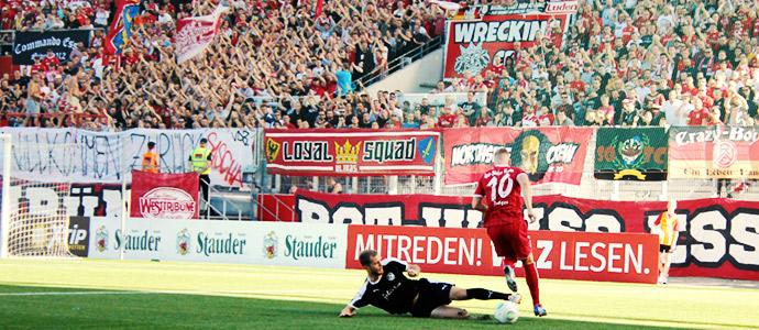 Rot Weiss Essen Vs Viktoria Koln Anti Fussball Trumpft An