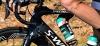 Ob auf Bahn oder Straße: Flüssigkeitszunahme aus stylisch bedruckten Gefäßen