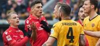 Dynamo Dresden vs. 1. FC Union Berlin: Große Kulisse, keine Tore, eine präsentierte SGD-Fahne
