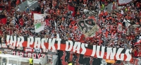 Finally red: Leverkusen gegen Köln, alle in Rot zum 60. Derby