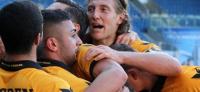 Dynamo Dresden bei Hansa Rostock: Sieg auf dem Rasen, Chemische Keule im Block