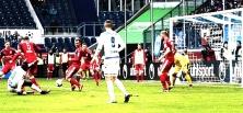 Kein Sieger bei MSV Duisburg gegen Halleschen FC, dafür Pfiffe und Spruchbänder