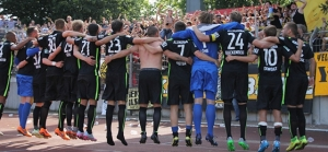 Schwarz-gelbe Party in der Kanalkurve: Aachen gewinnt locker in Oberhausen
