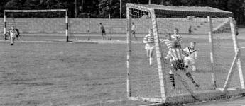 nachwuchs_spielt_im_pionierpark_fussball_ostberlin_1963_20120712_1525792164