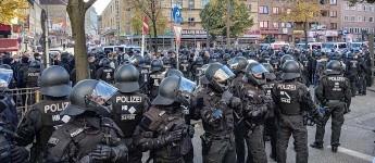 FC St. Pauli vs. F.C. Hansa Rostock: Ein langer Tag auf den Straßen Hamburgs