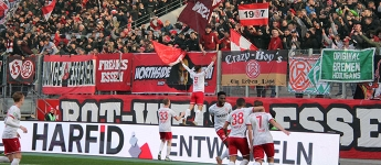 Berauschend: Essen fegt Aachen durchs Stadion, RWE-Siegesserie geht weiter