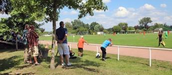 Fußball auf der Insel Werder: Sonne, gute Laune, aber leider kein Bier…