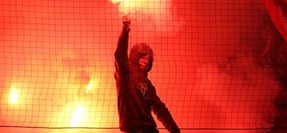 """Coca Cola bringt EM-Video """"Euer Team braucht Euch!"""" mit Rauch und Bengalen"""