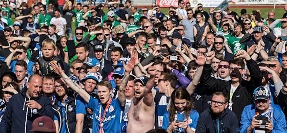 Kogge wehrt Piratenangriff ab: Hansa Rostock gewinnt den Landespokal