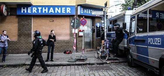 Läuft! Allet dufte in Berlin! Der skandalumwitterten Polizei bei der Arbeit zugeschaut