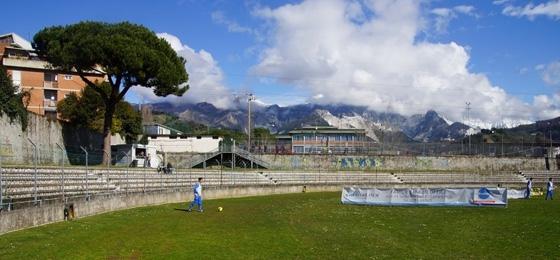 Carrarese Calcio vs ASD Lucchese Libertas: Idyllischer Fußball im Schatten der Marmorberge