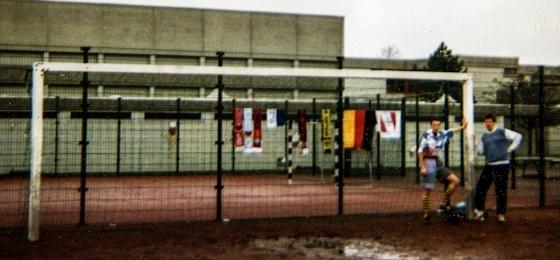 Der Geist der 90er: Wilde Auswärtsfahrten, Besäufnisse, Hools und fleißiges Lieschen - alte Briefe wecken Erinnerungen