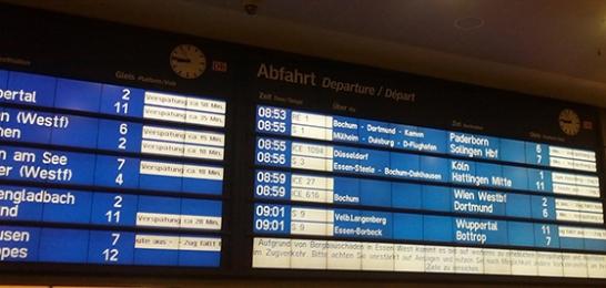 Anzeigentafel Hauptbahnhof Essen