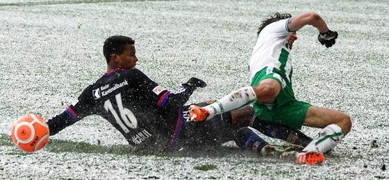 FC St. Gallen besiegt FC Basel: Choreo, Schneegestöber und ein Heimsieg