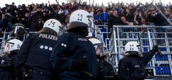 Polizeieinsatz im Hamburger Fanblock gegen Bayern München