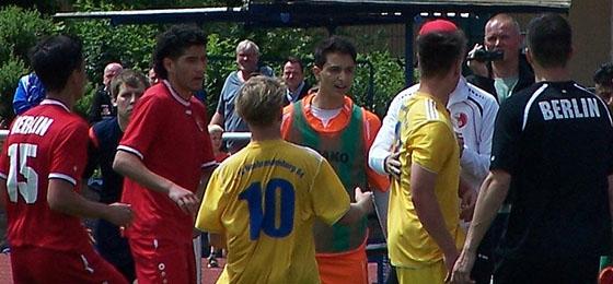 Relegation der B-Junioren: Sommer, Sonne und Security-Einsatz in Neubrandenburg