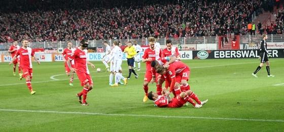 1. FC Union Berlin vs. Karlsruher SC: Großes Kino am S-Bahnhof Köpenick