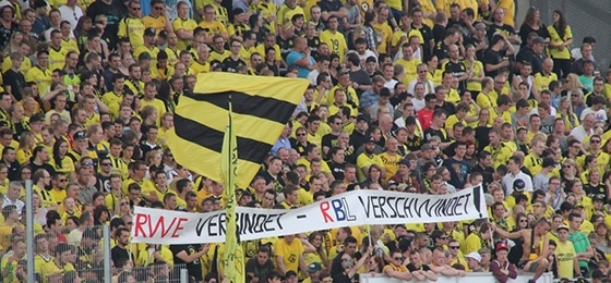 Revierderby in der Mall: Nach Schalke öffnen RWE & BVB gemeinsamen Fanshop in Essen