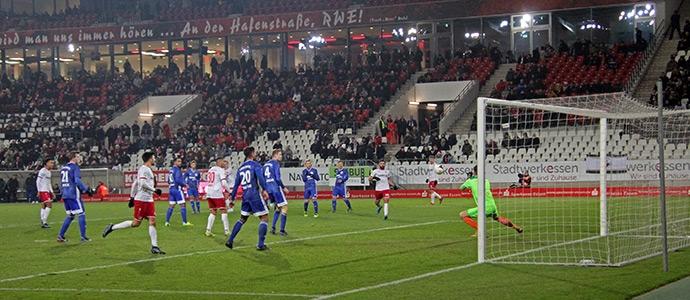 SV Burgaltendorf gegen Rot-Weiss Essen: Eiskalt und locker ins Pokal-Halbfinale