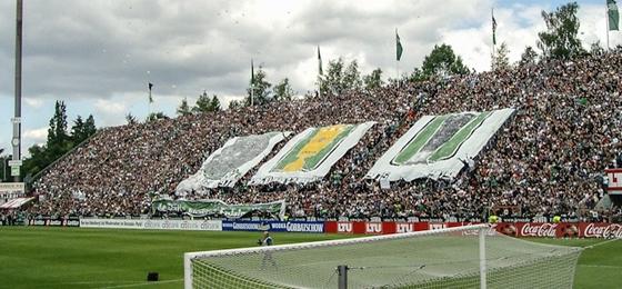 Büchsenwurf, Fohlenstall und Fahnenklau: Gladbacher Fußballfibel lässt vieles aufleben
