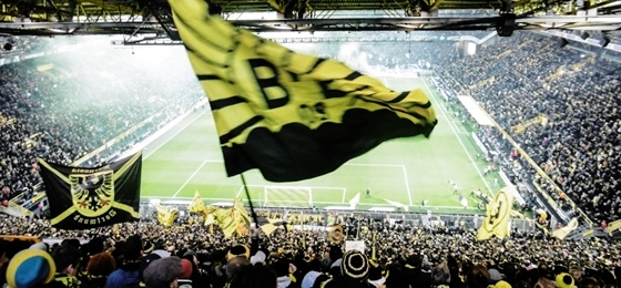Borussia Dortmund vs. Werder Bremen: Ins Aus kullernde Bälle - ein Blick von der Südtribüne aus