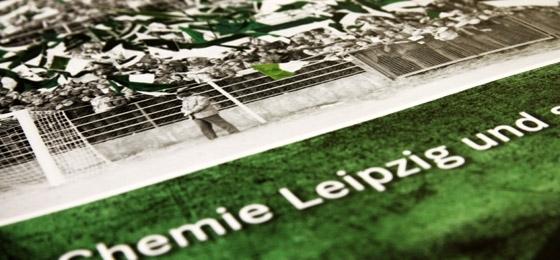 """""""Steigt ein Fahnenwald empor"""": Ein Chemie-Buch das Rekorde bricht und einen fast erschlägt"""