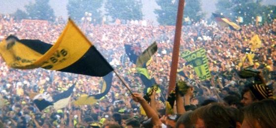 Bevor die Ultras und Arenen kamen: Fußball Anfang der 90er Jahre