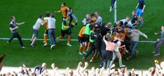 Wolverhampton, Everton und Leicester: Platzsturm und emotionaler Support
