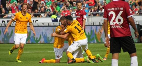 Hannover 96 vs. Dynamo Dresden: Tausende SGD-Fans singen sich in wahren Rausch