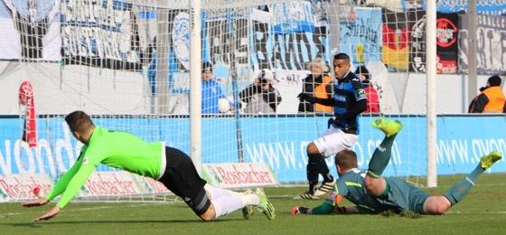 3:0 in Frankfurt: CFC-Fans feiern den Sieg und gedenken Gartenfee Erika Krause