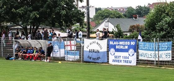 Füchse Berlin vs. Sp.Vg. BW 90 Berlin: Phänomenales Ambiente auf dem Wackerplatz