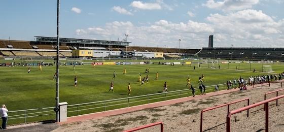 Junioren-Derby: Sparta besiegt Dukla im gigantischen Strahov-Stadion