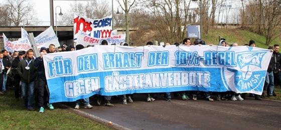 1. FC Magdeburg vs. Hansa Rostock: Protestmarsch und genialer Support auf beiden Seiten