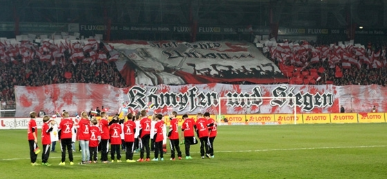 1. FC Union Berlin vs. FC St. Pauli: Viel Gesang, ein Flitzer, ein Torwart-Bock